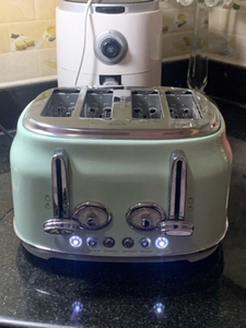 Used 4 slices stainless steel RETRO Toaster  in Dubai, UAE