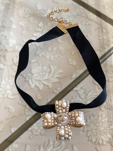 Used Chanel Freshwater pearl choker necklace in Dubai, UAE