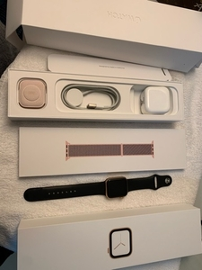 Used Apple watch series 4 gps+cel 40mm gold in Dubai, UAE