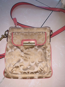 Used Original coach bag in Dubai, UAE