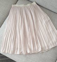 Used Pleated skirt H&M size EU38 in Dubai, UAE