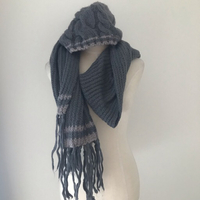 Used Aerie Winter hat and scarf  in Dubai, UAE