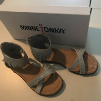 Minnetonka Suede Sandals Size US2