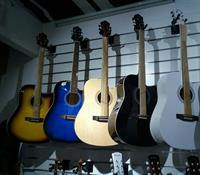 Used folk guitar.41 inches.basswood.5 colors.brand new. in Dubai, UAE