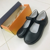 Used Shoebee0027 size 33 in Dubai, UAE
