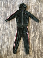 Used Sport suit for a girl size 9-10 years   in Dubai, UAE