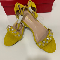 Used Ladies yellow Suede flats. (37) New in Dubai, UAE