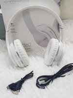 Used White new model earphones with Aux cabal in Dubai, UAE