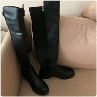 Fabulous long boots with zipper..