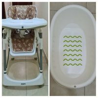 Used High baby  chair and baby bath tub in Dubai, UAE