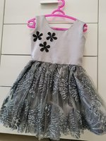 Used Pretty frock 3-4 years girls.New in Dubai, UAE