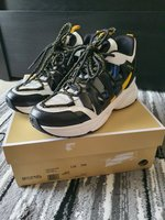Used MK hero trainer for women size US7 in Dubai, UAE