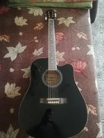 Used Semi acoustic guitar in Dubai, UAE