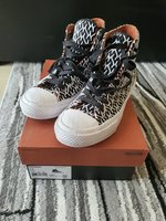 Used Converse × Missoni chuck taylor women in Dubai, UAE