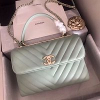Used Mint Chanel handbag in Dubai, UAE