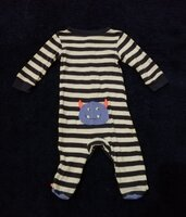 Used Carter's bodysuit size 9months in Dubai, UAE