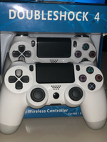 Used PS4 wireless Controller - white New in Dubai, UAE