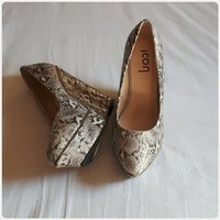 Wedge heels shoes snake print size-39