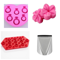 Used Set of cake decorating molds+ quick icer in Dubai, UAE
