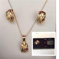 Used 18ct Gold Pendant With Earnings 3.46gm in Dubai, UAE