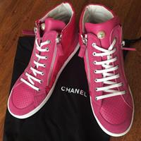 100%Authentic CHANEL SHOES NEW NEVER USE ONE WITH THE BOX Fixed Price