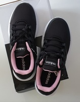 Used Adidas runnung shoes brandnew in Dubai, UAE
