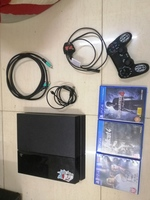 Used Ps4 with 3 games and all cord in Dubai, UAE