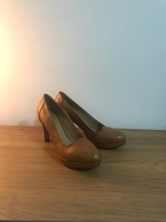Used Genuine leather high heel shoes size 40 in Dubai, UAE