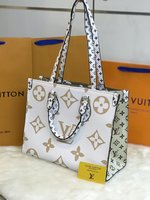Used Louis Vuitton white handbag in Dubai, UAE