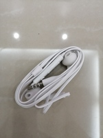 Used New earphones white in Dubai, UAE