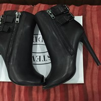 Used Steve Madden New Boots Open Toe New And Sexy in Dubai, UAE