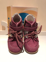 Used Girls shoes size EU25 Melania  in Dubai, UAE