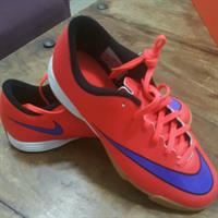 soccer shoes size 38.5