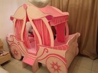 Used Almost New! Pink Carriage Bed For Sale Without Mattress in Dubai, UAE