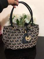 Used MICHAEL KORS TOTE SIGNATURE PRINTED in Dubai, UAE