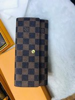 Used •1 LV Wallet With Box *Restocked in Dubai, UAE