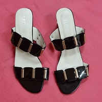 Used Sandals for her, 39 size in Dubai, UAE