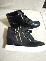 Used New black boots for her size 38 in Dubai, UAE