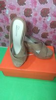 Used Sandals for her 2 in Dubai, UAE