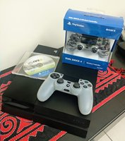 Used PS4 2 CONTROLLERS AND FIFA 15 in Dubai, UAE