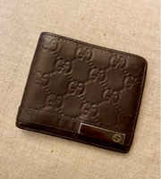 Used Gucci leather wallet / original  in Dubai, UAE