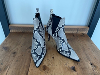 Used New Zara snake print heels in Dubai, UAE