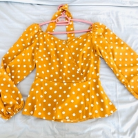 Used Yellow top only worn once for 25 dhs  in Dubai, UAE