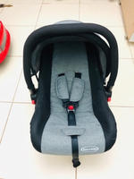 Used MOM N BEBE INFANT CAR SEAT VERY GOOD  in Dubai, UAE