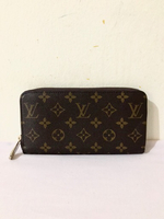 Used LV mono zippy wallet preloved in Dubai, UAE