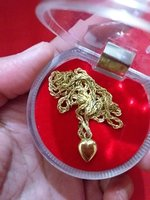 Used 18k gold necklace with heart pendant in Dubai, UAE