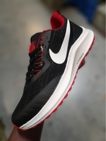 Used Nike shose size 40,41,42,43,44 in Dubai, UAE