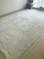 Used Beautiful white carpet in Dubai, UAE