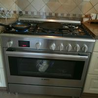 Used Stove +gas And Electric Oven in Dubai, UAE