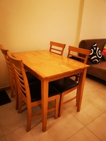 Used Dinner table with 4 chairs in Dubai, UAE